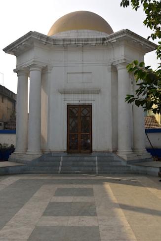 Mausoleum of Raja Joynarayan Ghosal.