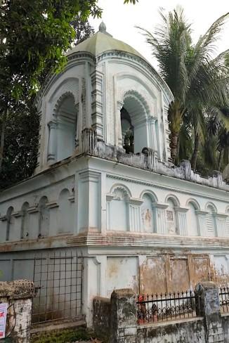 Dolmancha founded by Ramkanai Bose
