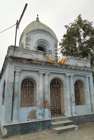 Dolmancha founded by Madhusudan Mitra.